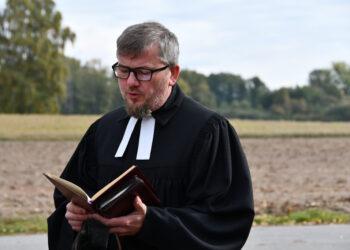 Do Chłądowa przybył ks. Waldemar Wunsz – proboszcz parafii ewangelickiej w Koninie.